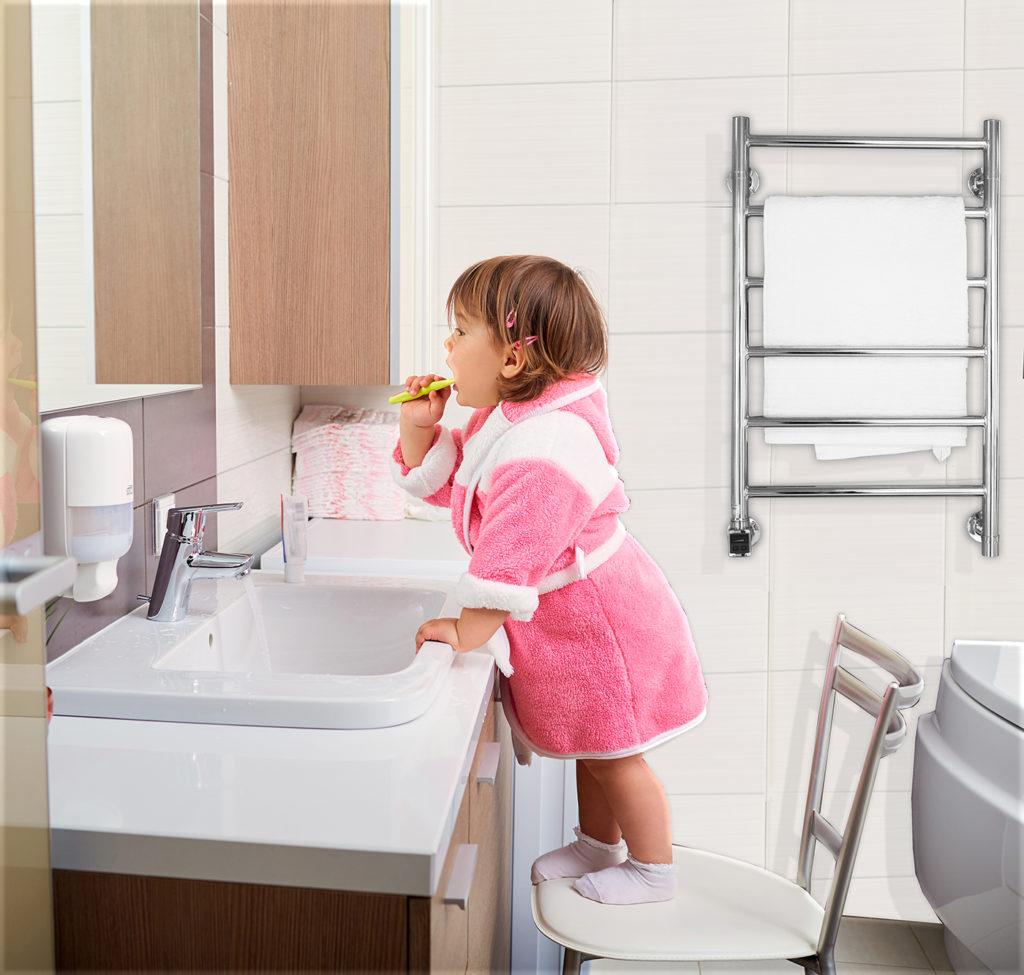 snygg handdukstork i badrum