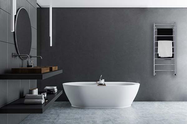 Snygg handdukstork i badrumsmiljö